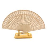 fan de la fragancia al por mayor-Caliente de la boda favorece los regalos hueco de madera tallada china abanico plegable de madera de la mano del ventilador perfume de alto grado