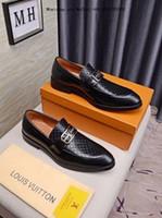 homem cavalheiro branco sapatos venda por atacado-Negócio de luxo 2019 homens preto e branco dos homens Sapatos de Vestido de Couro Genuíno Respirável Marca de Casamento Cavalheiros Casual Sapato Masculino Tamanho