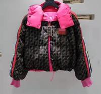 chaqueta militar mujer blanca al por mayor-algodón abajo corta de las mujeres acolchada ropa de color rosa dos lados llena de F letras abajo de la ropa de algodón de las mujeres de pan