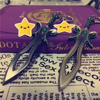 jungen ring preis großhandel-NIEDRIGER Preis DOTA2 Spielschmetterlingsschwert-Waffenbronzeschlüsselringmetallkeychain Jungengeschenk T89