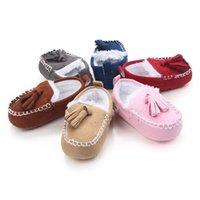 chaussures de sport d'hiver pour filles achat en gros de-0 ~ 18 Mois d'hiver mignon bébé garçon Pois Chaussures Casual Nouveau-né Chaussures chaudes en peluche semelle souple Chaussures bébé First marcheurs. CX111C