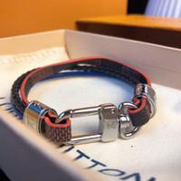 zubehör armbänder großhandel-Designer Armband Kalbsleder Armband Luxus Mode Accessoires Buchstabe L V Schnalle Paar Vintage Leder Armband Messing