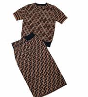 etek iki toptan satış-Avrupa ve Amerika Birleşik Devletleri F harfi yuvarlak boyun buz ipek örme T-shirt kısa kollu Ince mizaç yüksek kalite gömlek + etek iki parça s