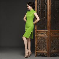 chinesisches traditionelles kleid grün großhandel-Grüne Spitze Stehkragen knielangen Kleid Chinese Traditional Style Cheongsam Elegante Herrenhandmade-Knopf-Kleid M-3XL