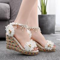 sandálias de tecido branco venda por atacado-Sapatos de grife Woven Wedges Flor Beading Plataforma Oco de Salto Alto Verão Mulheres Sandálias sapatos de Casamento Branco