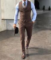 ingrosso mens del vestito di usura del partito di nozze-Classy Wedding 2020 progettisti di nozze smoking Brown abiti uomo Due Pezzi sposo economico formale Business Party Danza vestito di usura (Vest + Pants)