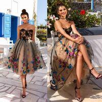çarpıcı diz boyu elbiseler toptan satış-Çarpıcı Diz Boyu Kısa Gelinlik Modelleri Dantel Aplike A-Line Straplez Renkli Kelebek Homecoming Elbise Kokteyl Elbise Parti Abiye