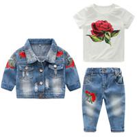juegos de bebé jean al por mayor-Conjuntos de ropa para niñas bebés Conjuntos de niña de algodón Floral Chica 3 piezas Conjuntos de traje Abrigos de mezclilla de flores / prendas de vestir exteriores + camisas + jeans Y190518