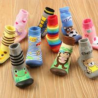 suela de goma de zapatos para caminar de bebé al por mayor-5 pares / lote Zapatos de piso para niños pequeños Ropa de bebé antideslizante para recién nacidosPara caminar Algodón Bebé con suelas de goma Calcetines para bebés 0-3 años