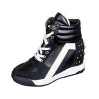 yüksek topuklu spor ayakkabıları toptan satış-Kadınlar Casual Sneakers Spor Konfor Perçin Kama Topuk Platformu Yüksek Üst Dantel Kadar Egzersiz Ayakkabıları