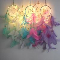 ev dekorasyon el yapımı toptan satış-Dream Catcher Ile Tüy El Yapımı Dreamcatcher Dize Işık Ev Başucu Duvar Asılı Dekorasyon Yenilik Öğeleri CCA10388 30 adet
