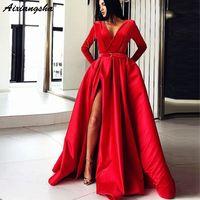 arabisches rotes kaftan kleid großhandel-Wunderschöne rote muslimische Abendkleider 2018 Ballkleid mit V-Ausschnitt und langen Ärmeln Split Satin Dubai Kaftan Saudi Arabisch langen Abend