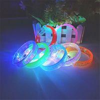 flash pulseira colorida venda por atacado-Brinquedos LED Pulseiras coloridas de flash Com bolhas de ar, mudando de cor, decoração agradável brinquedos para crianças e bebês LA39