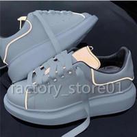 fluoreszierende turnschuhe großhandel-Mens Womens Fashion Luxus Plattform Schuhe Flache Beiläufige Dame Gehen Lässige Turnschuhe Leuchtende Fluoreszierende Weiße Schuhe Leder