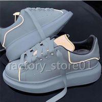 ingrosso scarpe donna scarpe bianche-Scarpe da piattaforma di lusso moda donna da uomo Scarpe da passeggio casual da donna casual piatte Scarpe da ginnastica bianche fluorescenti luminose in pelle