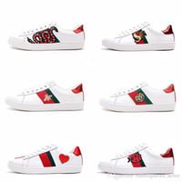 sapatos para cães venda por atacado-Gucci Shoes Mens designer de luxo sapatos casuais sapatos brancos mulheres sneakers bom bordado bee cock tiger dog fruit no lado com caixa OG