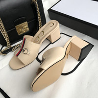 sandalias italianas mujeres al por mayor-Zapatos de diseño Sandalias de cuero de tacón medio Zapatillas de mujer Creación italiana Sandalias planas GG Marca casual clásica Nuevas sandalias de la serie brillante