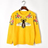 jersey de lana vintage al por mayor-Nueva lana de invierno mujer suéter abeja flor bordado de lujo amarillo de punto suéter Vintage cálido Jumper Pullover