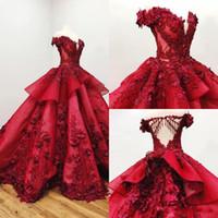 ingrosso abiti quinceanera per le ragazze-2019 Abiti Quinceanera rossi al largo della spalla 3D Floral Appliqued perline Ball Gown Girls Pageant Gowns Formal Prom Dress Sweep Train