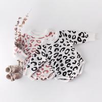 leopar bebek çocuk giysileri yazdır toptan satış-Bebek Kız Tasarımcı giyim Örme Romper Uzun Kollu O-Boyun Leopar Baskı romper 100% pamuk Bahar Güz Sıcak Bebek giyim 0-24 Ay