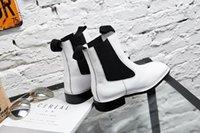 schwarze n weiße schuhstiefel großhandel-Fashion * u671 40 schwarze und weißen Leder flach Stiefel c e Art und Weise Frauen Herbst quadratischer Kopf Modemarke beste Designer-Schuhe
