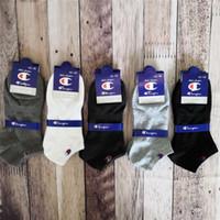 külotlu beyaz kot pamuk toptan satış-2019 Marka Şampiyonu Çorap Kadın Erkek Tasarımcı Ayak Bileği Çorap Halhal Low Cut Ekip Çorap Terlik Spor Çorap Tekne Çorap Sneaker Çorap C61305
