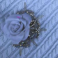 broş taşlar toptan satış-Shining taş Moda firkete Klasik moda sembolü için kazak broş tavuskuşu rengi rhinestone Lüks hairclip klasik C parti hediye