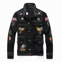 ingrosso giacche rivetti-Giacca moda uomo rivetto fiore api ricamo nero Giacca manica lunga denim sottile Giacca ricamata design corto Lettere vintage patchwor