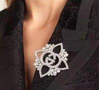 gelin broşları toptan satış-Lüks Rhinestone Çiçek Broş Kristal Çiçek Broş Pins Corsege Kravat Iğnesi Kadınlar Gelin Düğün Takı