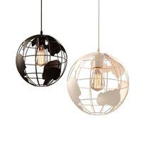 weißer globus anhänger großhandel-American Country Style Globe Pendelleuchten Schwarz / Weiß Kronleuchter Lampen für Bar / Restaurant Hohlkugel Deckenpendelleuchte Globen