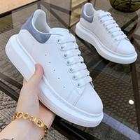 kadın s deri beyaz ayakkabılar toptan satış-Box ile Yeni Sezon Tasarım Ayakkabı Moda Lüks Kadın Ayakkabı Erkek Deri Lace Up Platformu Boy Sole Sneakers Siyah Beyaz Günlük Ayakkabılar
