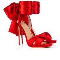sandalias rojas de noche de mujeres al por mayor-Súper noche de verano zapatos de vestir de las mujeres de la boda de satén de moda hermosas sandalias peep toes rojo satén bowtie stiletto talón T mostrar calzado
