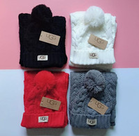 örme şapkalar toptan satış-2019 new hot High quality men and women designer hat scarf set warm European high-end brand hat scarf fashion accessories 632