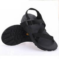 zapatos vietnamitas al por mayor-Zapatos de goma antideslizantes masculinos Sandalias vietnamitas Moda romana Zapatos casuales Hombres Playa de verano Sandalias masculinas