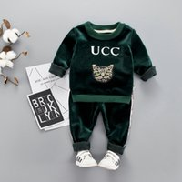 bebek kızı kıyafeti toptan satış-Üst marka erkek kız sonbahar kış takım elbise payetler kedi artı kadife kalınlaşma 1-5 yaşında bebek altın oyma kaşmir bebek çocuk giyim