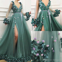 yeşil çiçek gece elbisesi toptan satış-Glamorous Boho Hunter Yeşil 2019 Gelinlik Modelleri Seksi 3D Ile Derin V Boyun Uzun Kollu Uyluk Yüksek Yarıklar Çiçek Çiçekler Akşam Giyer