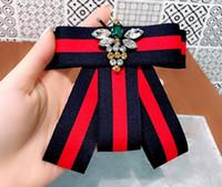 krawatte china großhandel-2019 handgemachte gestreifte Akademie Stoff Strass Biene Shirt Pins Hals Fliege Bowknot Zubehör Modeschmuck