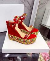 ayakkabı platformları elmaslar toptan satış-Lüks Yeni Bayan Kırmızı Alt Yüksek Topuk Kama Platformları Elmas Perçin Parti Gelinlik Hakiki Deri Bayan Ayakkabı Pompalar SZ34-41