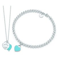 Wholesale love shaped necklace for sale - Group buy DORAPANG Green Heart Shaped Bracelet Necklace Sterling Silver Blue Pendant Simple For Women Elegant Gift Jewelry