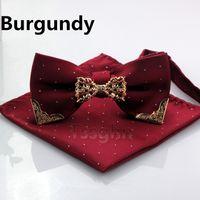 lacivert kravat toptan satış-2019 Erkekler Şerit Cep Kareler ve Papyon Set Ile Altın Metal Mendil Hankies Suit Lacivert Kare Beyler Nedime Sağdıç