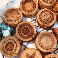 círculo de viento al por mayor-Diseñador bolso tejido mano del bolso de hebilla redonda de ratán paja Bolsas Satchel viento playa de Bohemia círculo pequeño bolso