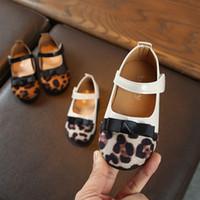 sapatas de passeio das meninas primeiras venda por atacado-Nova estampa de leopardo meninas do bebê sapatos de princesa bowknot moda sapatos casuais antiderrapante infantil primeiro andar tênis de fundo macio