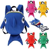 mochila rosa-verde venda por atacado-Tubarão bebê Crianças Mochila Prevenção de Perda de Viagem Nylon Mochila Lindo Azul Amarelo Rosa Verde Simples Bonito Mochila 14 72lqD1