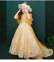ingrosso modelli di coda di fiori-Paillettes oro Flower Girl Dresses Coda lunga Girls Pageant Dresses Beaded Little Girl Dress Abiti da sera Model Walking Show Girl In Stocks