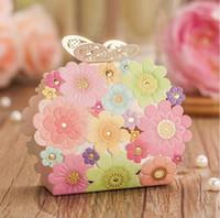 çiçek şeker lüks hediye kutusu toptan satış-Pembe Çiçek Kelebek Hediye Paketi Yeni Lazer Kesim Şık Lüks Dekorasyon Parti Düğün Olaylar Konuk İçin Kağıt Şeker Kutusu Malzemeleri