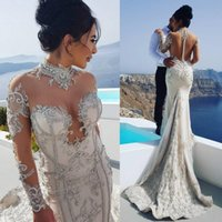 mantel hochzeitskleid ärmel bedeckt großhandel-Sexy Lace Mermaid Brautkleider Perlen Neck Covered Button Zurück Long Sleeves Sweep Zug Mantel Strand Long Bridal Gown 3958