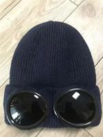 gorra del capo para hombre negro al por mayor-2019 El más nuevo CP COMPANY gorros dos gafas hombres otoño invierno gorras de punto gruesas gorras deportivas al aire libre gorros de mujer gorros negros grises