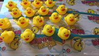 juguetes de playa para niños al por mayor-Nuevo Baby Bath Water Duck Toy Sounds Mini Yellow Ducks Bath Small Duck Toy Niños Swiming Beach Gifts