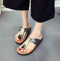 chanclas de cuero al por mayor-Zapatillas de cuero para mujer Verano Corcho suave Hebilla Chanclas Mujer Playa Diapositivas Casual Mujer blanca Zapatos FlipFlops