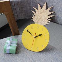 früchte wand kunst großhandel-Ananas Uhr Acryl Wandbehang Dekor Obst Form Kunst Cartoon Uhr Kinderzimmer Modernes Design Wanduhren Dekorative 1 STÜCK